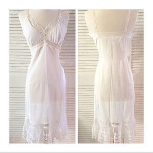 Vintage White Slip With Accordion Pleating 😍, M/L